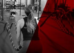 Femme à l'entrainement avec des cordes - City Training Club Sport Vendée