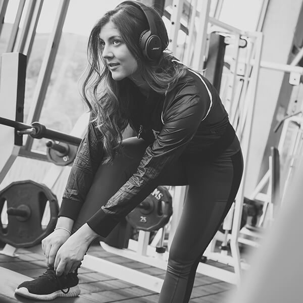 Femme salle sport musique musculation - City Training Club Sport Vendée